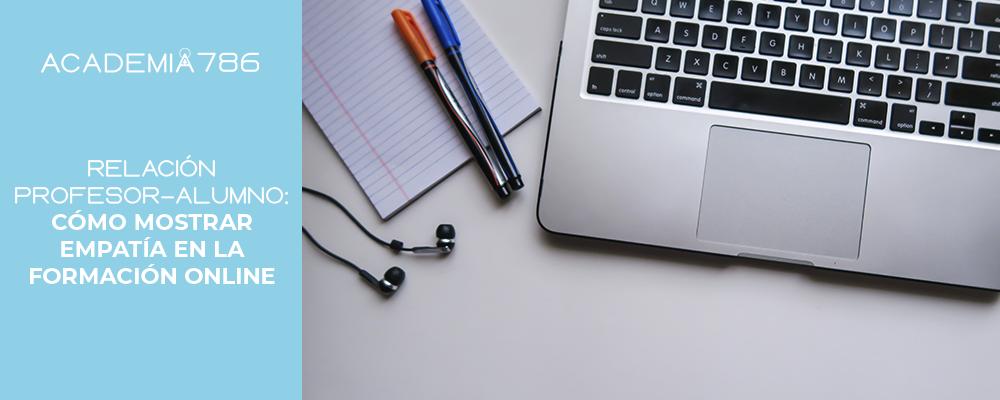 audífonos, lapiceros, laptop
