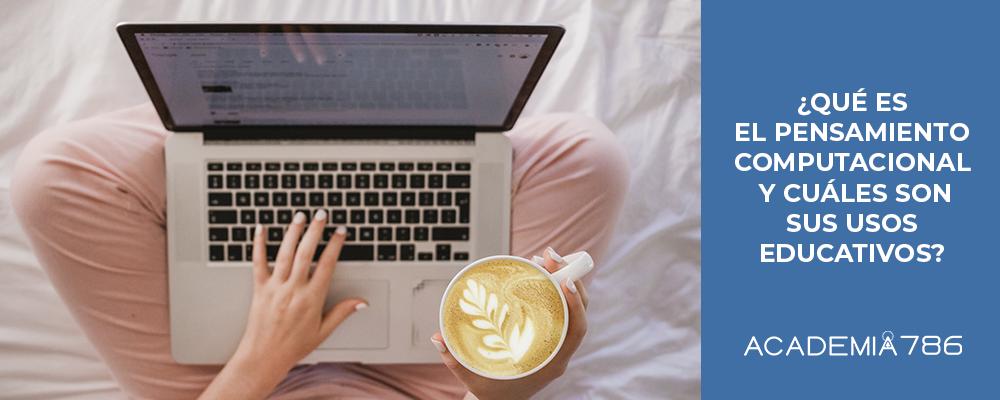 persona con laptop y taza de café