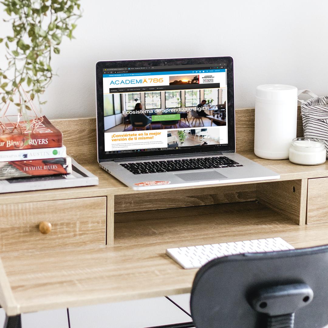 lugar de estudio con escritorio